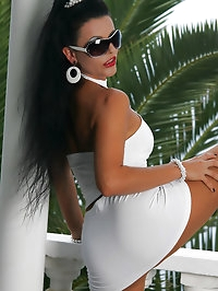 Cougar showcases her suntan tights