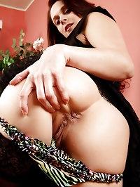 33 year old Jane W posing elegantly then spreading her..