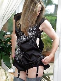 horny milf in rht nylons