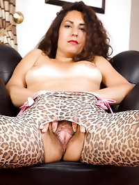 Horny and hairy MILF Isabelle from AllOver30 in hot..