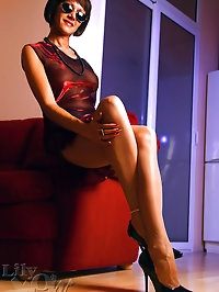 Killing-sexy Milf in stockings and high heels