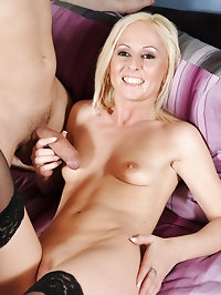 Anilos Mischall Gold gets her mature pussy licked and then..
