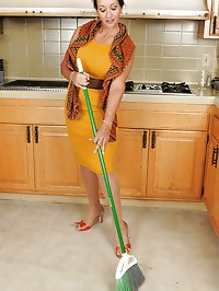 Busty MILF Persia takes a break to tug at her hairy 53..