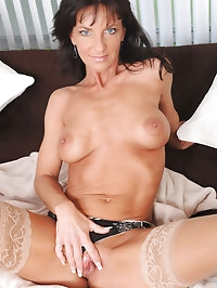 Fresh cougar spreads her pussy wide open and penetrates..