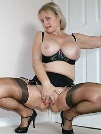 Older tramp has dildo fetish