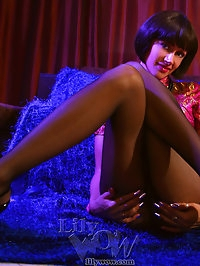 Japanese style leggy MILF LilyWOW in sexy pantyhose