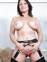 Cougar Jillian Foxxx flaunts her big tits and fucks her..