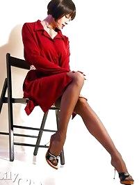Leggy pornstar Lily in vintage stockings