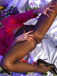 Leggy MILF in black pantyhose and high heels