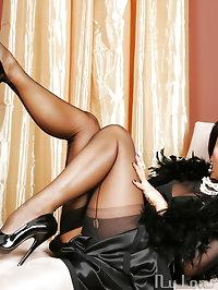 Nylon Diva Eve - Amazing MILF