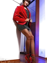 Leggy business lady in vintage grey stockings and red high..