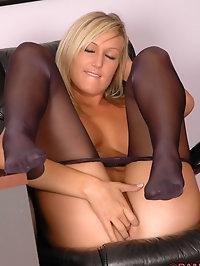 Beauty in lusty pantyhose