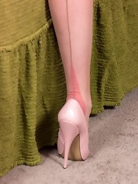 Kate stripping down to her rare nylons and play with her..
