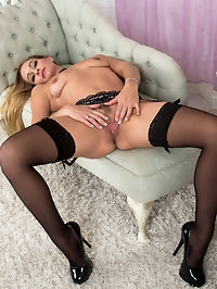 Lush and lusty British mom Elegant Eve wants to show you..