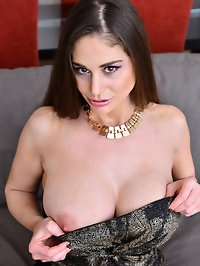 When bigtit mom Cathy Heaven is in the mood for a good..