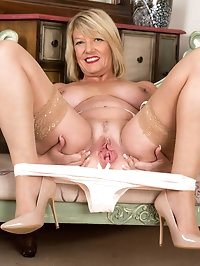 Its English granny Amy Goodheads first time getting naked..