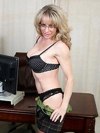 Elizabeth Green is a 41 year old milf with enhanced big..