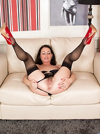 UK housewife Annabella Ford is an amateur whos doing her..