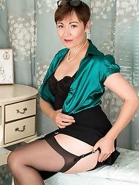 Mature milf Kitty Creamer may dress like a lady when she..
