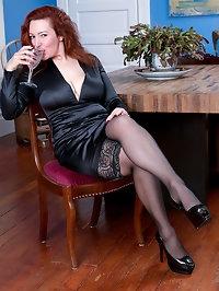 Elegant redhead Jessica OHare