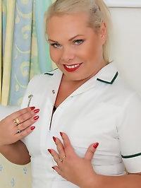 Sexy nurse Francesca Kitten