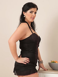 Curvy cutie Montse Swinger takes off her black lingerie to..