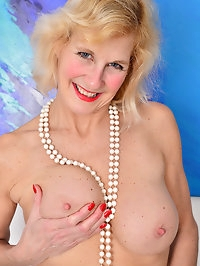 Busty Molly Maracas takes off her long skirt to show her..