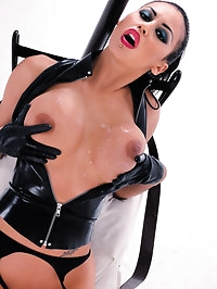 Hot latex slut loves getting a double ended dildo up the ass