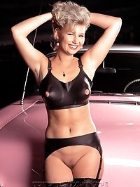 Rich bitch showing her big boobs and her pussy in old car