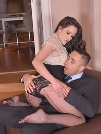 Intense Experience: Foot Sucking Gentleman Fucks Leggy Babe