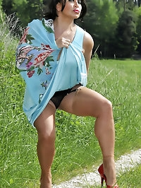Amanda has an outdoor posing session