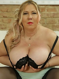 Curvy big breasted housewife playing with her pussy