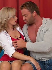 Hot mom Retta getting wet and wild with her lover
