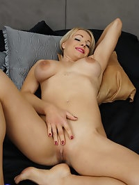 This horny MILF loves to play alone