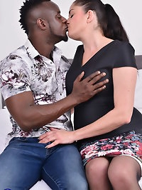 Naughty housewife Leia goes interracial