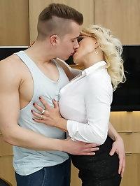 Horny steamy MILF Tara Spades does her toy boy in the..