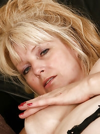 50 year old Cindy loves to finger her mature pussy when..