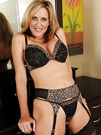 Gorgeous 46 year old Jodi shows off her how mature body in..