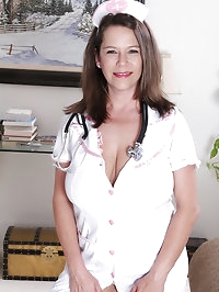 Gorgeous and busty MILF Christy from AllOver30 playing..