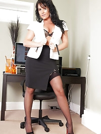 Classy business woman Leah flaunts her sultry milf body in..