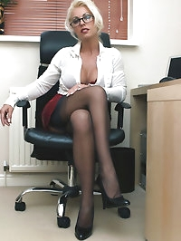 Leggy Lana's quickie during her lunch hour