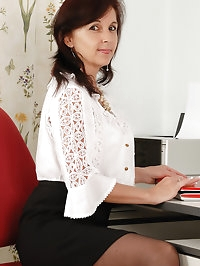 Natural titted office MILF Jenny H from AllOver30 chews..
