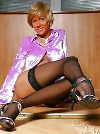 Nylons fetish action with long legs of sexy MILF