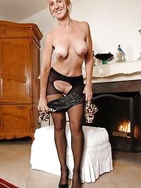 Classy milf Jenna Covelli stuffs a toy into her wet pussy