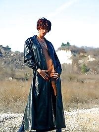 Beautiful MILF body in nylons outdoor